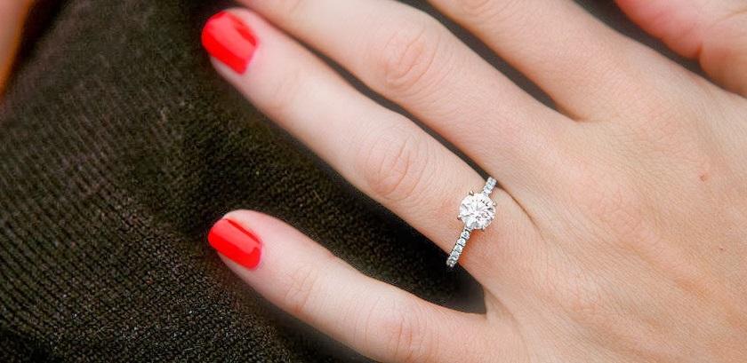 Quel doigt pour la bague de fiançailles?